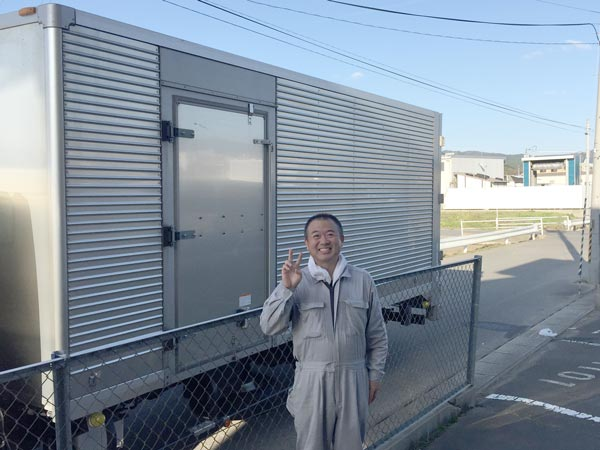 石巻便利屋フォーカスの引っ越し手伝い現場写真(引っ越し荷降ろし作業完了後にトラック前で撮影)