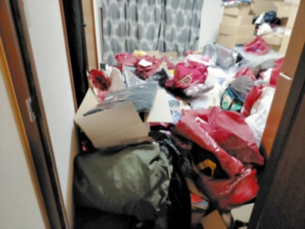 石巻便利屋フォーカスの引っ越し手伝い現場紹介写真(荷造り作業前の寝室の様子)