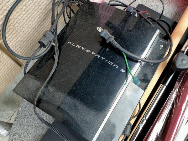 石巻便利屋フォーカスの引っ越し不用品回収写真(プレイステーション3ゲーム機本体とコントローラー回収)