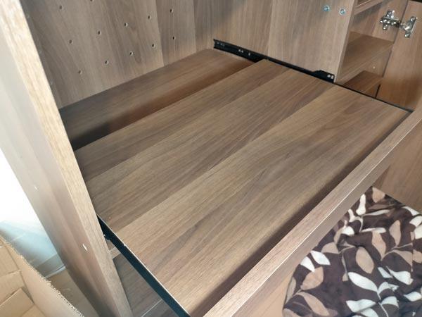 石巻便利屋フォーカスの家具組み立て代行事例(食器棚のスライド棚の取り付け)